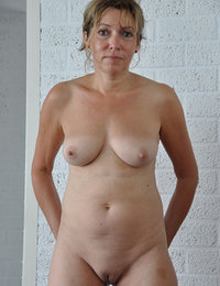 Real amateur moms nude