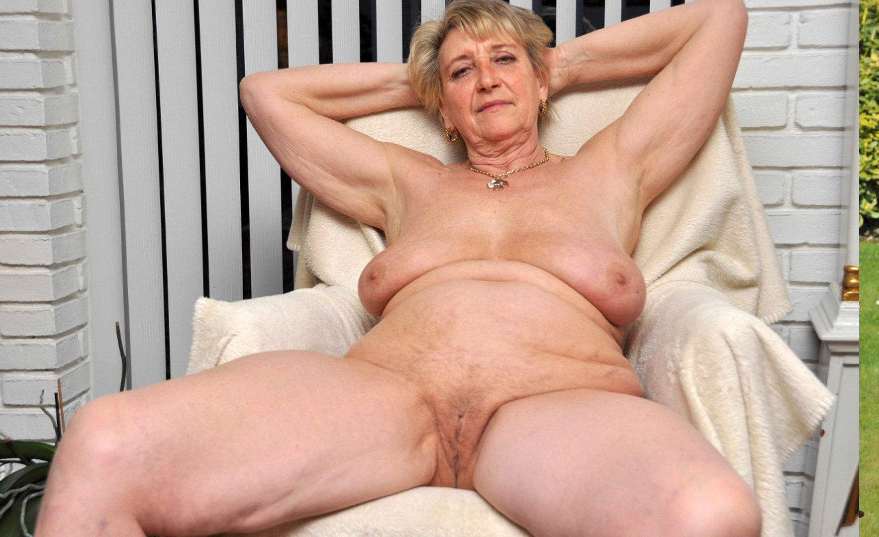 Older lady naked from behind